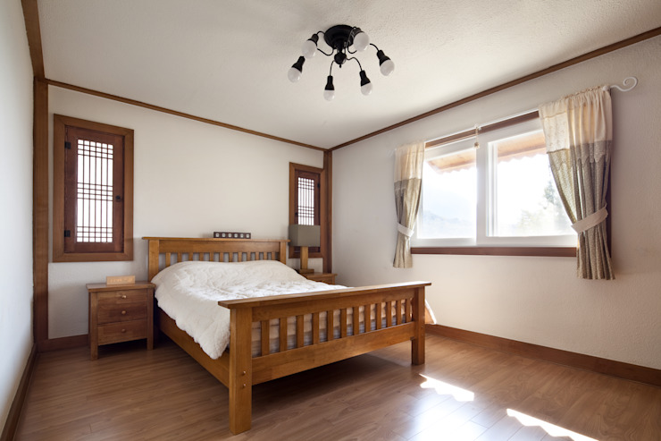 밀양 주택 아시아스타일 침실 by (주)에이도스건축사사무소 한옥