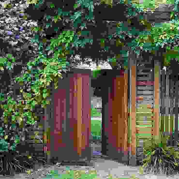 Ilkley Road:  Garden by Ininside,