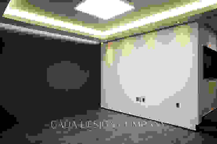 양산 단독주택 모던스타일 미디어 룸 by GADA design company 모던