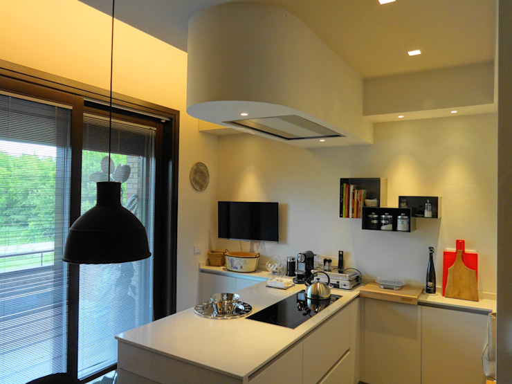 Modern kitchen by Mariapia Alboni architetto Modern