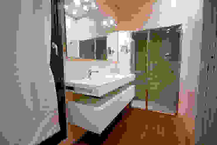 Baños de estilo moderno de Mariapia Alboni architetto Moderno