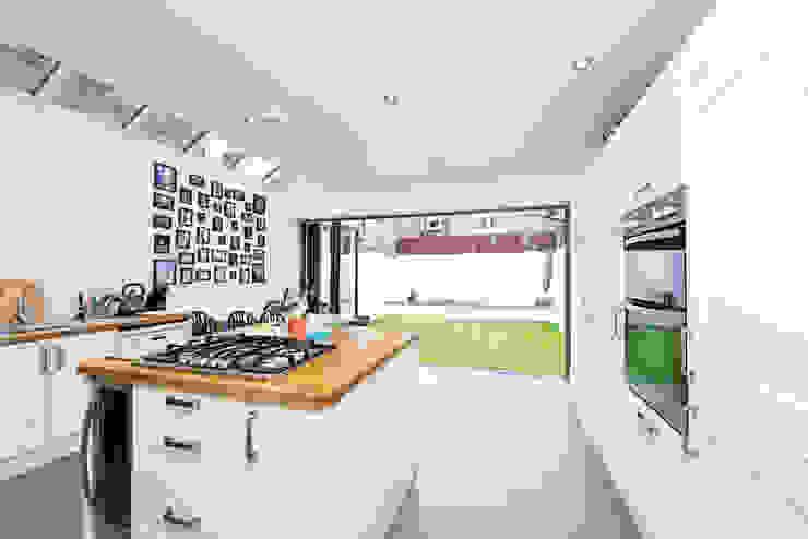 Kitchen:  Kitchen by dwell design,