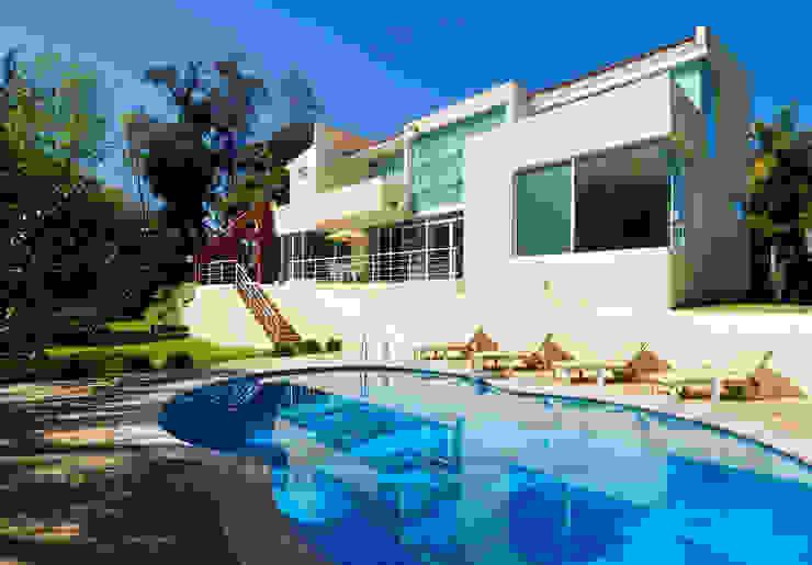 Modern Pool by Excelencia en Diseño Modern Concrete