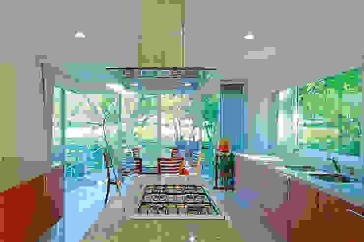 Dapur Modern Oleh Excelencia en Diseño Modern Kayu Buatan Transparent