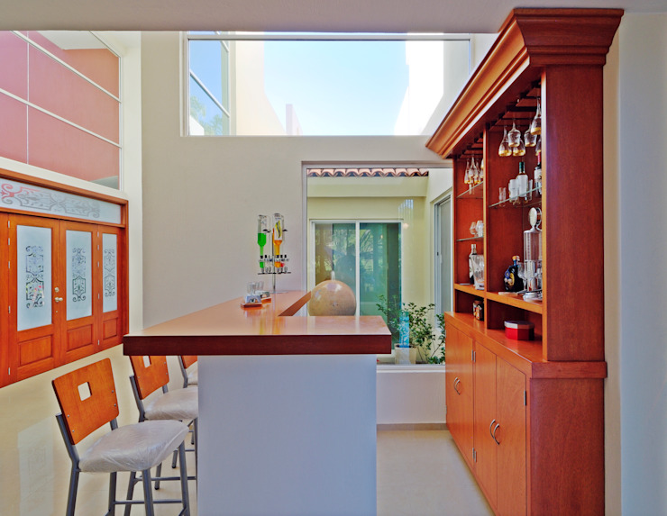 Ruang Penyimpanan Wine/Anggur Modern Oleh Excelencia en Diseño Modern Kayu Wood effect