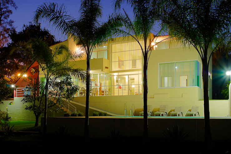 Rumah Modern Oleh Excelencia en Diseño Modern Batu Bata