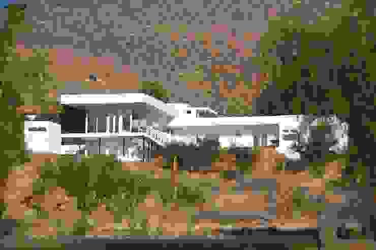 Vivienda JVL, Rinconada de Los Andes Casas estilo moderno: ideas, arquitectura e imágenes de C3proyecta Moderno Concreto reforzado