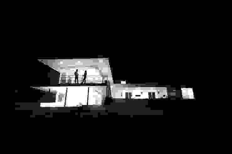 Vivienda JVL, Rinconada de Los Andes Casas estilo moderno: ideas, arquitectura e imágenes de C3proyecta Moderno Hierro/Acero