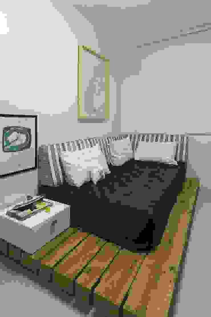 Rustic style bedroom by Daniela Tolotti Arquitetura e Design Rustic