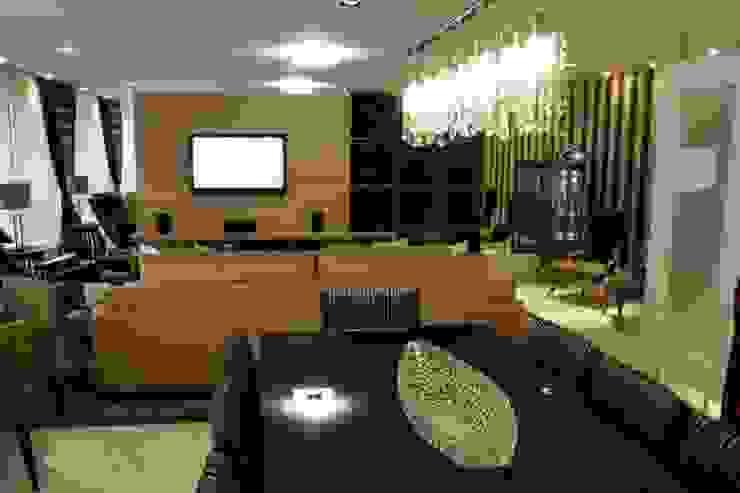 Modern Living Room by Daniela Tolotti Arquitetura e Design Modern