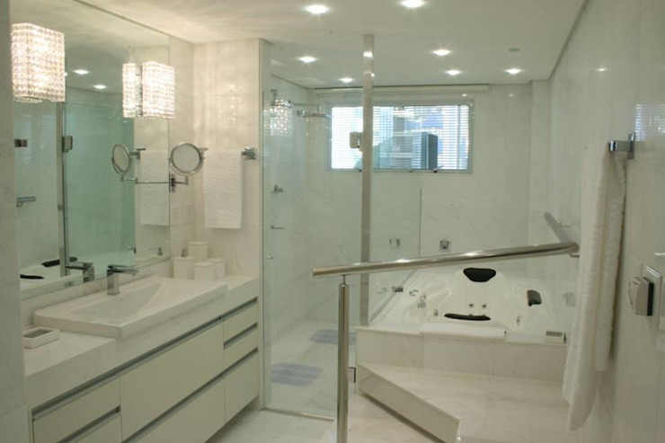 Modern Bathroom by Daniela Tolotti Arquitetura e Design Modern