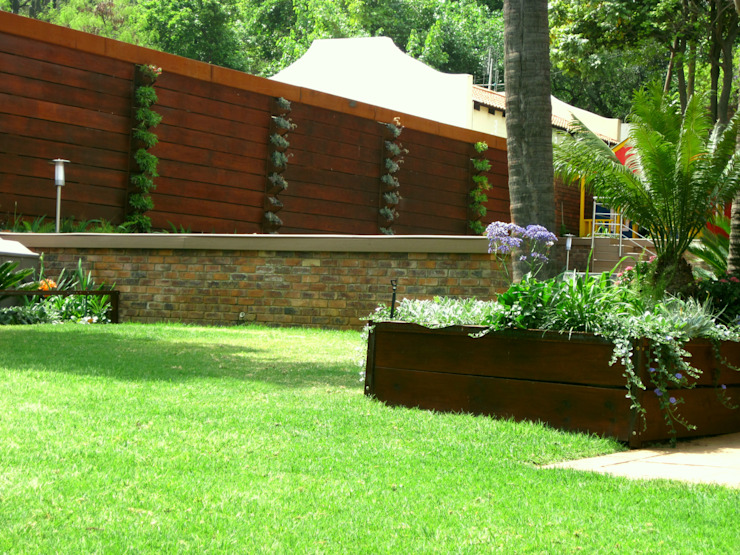 Large Family Garden Modern Garden by Young Landscape Design Studio Modern