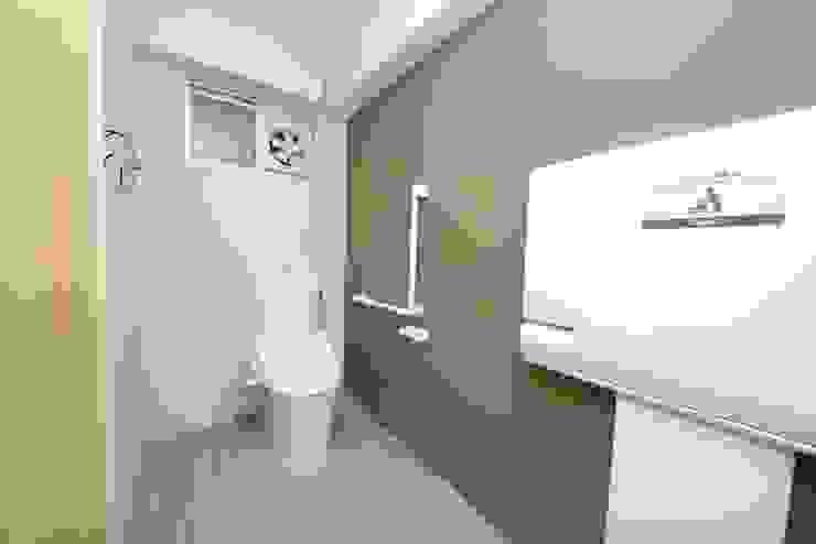 Salle de bains de style  par 株式会社フロッグハウス, Éclectique