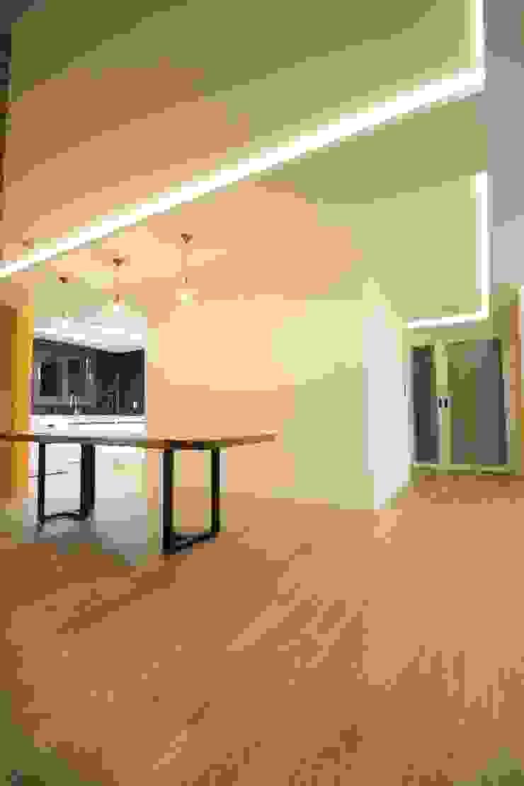부천 중동 사랑마을/보람마을 모던스타일 벽지 & 바닥 by Old & New Interior 모던