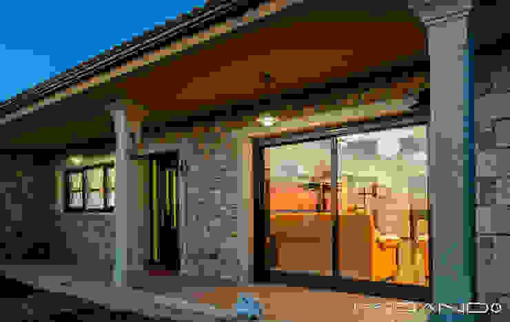 CHALET EN CHAS - COIROS (A CORUÑA) Casas de estilo rústico de MORANDO INMOBILIARIA Rústico