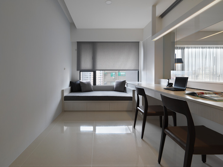 Modern Study Room and Home Office by 倍果設計有限公司 Modern