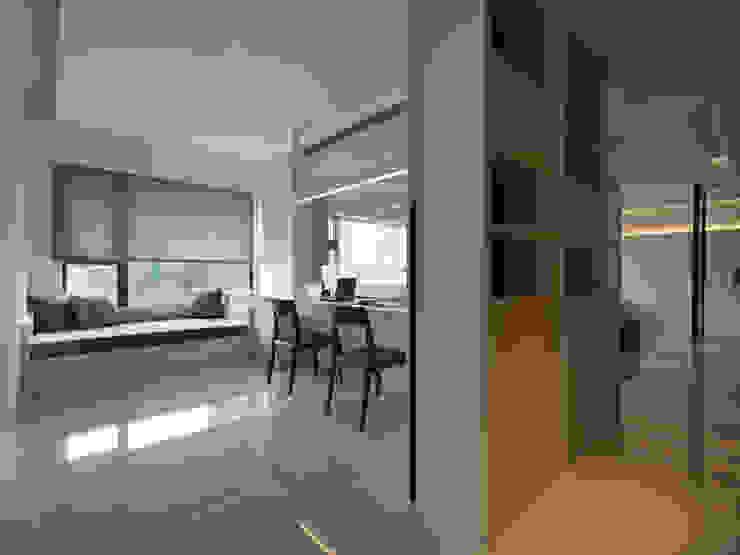 Рабочий кабинет в стиле модерн от 倍果設計有限公司 Модерн