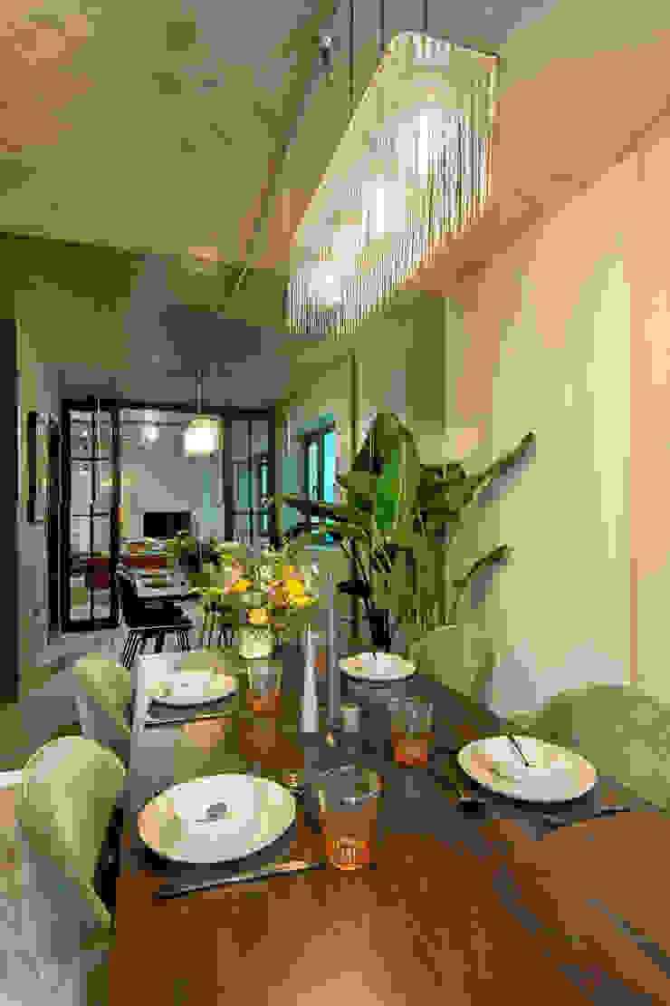 Modern dining room by Crepuscule Modern