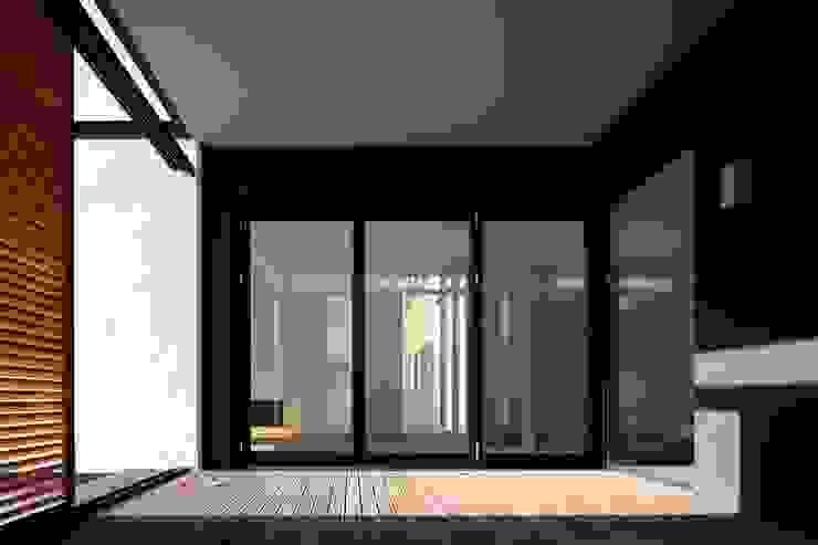 RRJ Arquitectos Balcone, Veranda & Terrazza in stile moderno