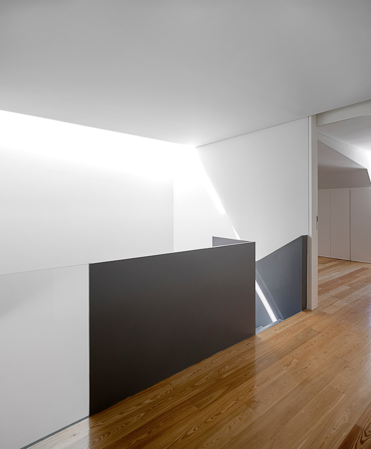 RRJ Arquitectos 現代風玄關、走廊與階梯