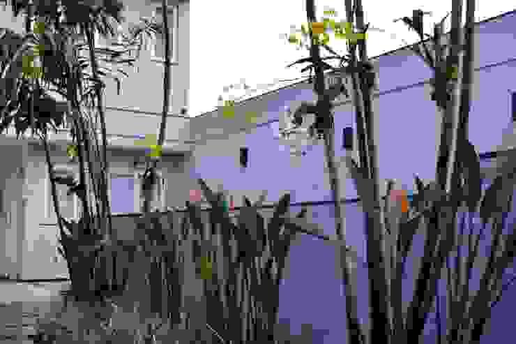 Jardines de estilo  por TM&LH_ arq.arte - Tatiana Moraes e Lucia Helena, Moderno