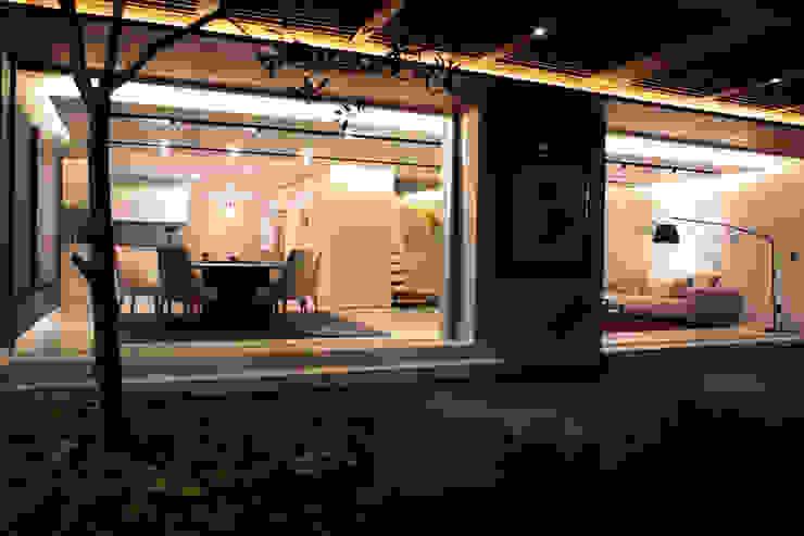 Casa Country Modern Dining Room by MM estudio interior Modern