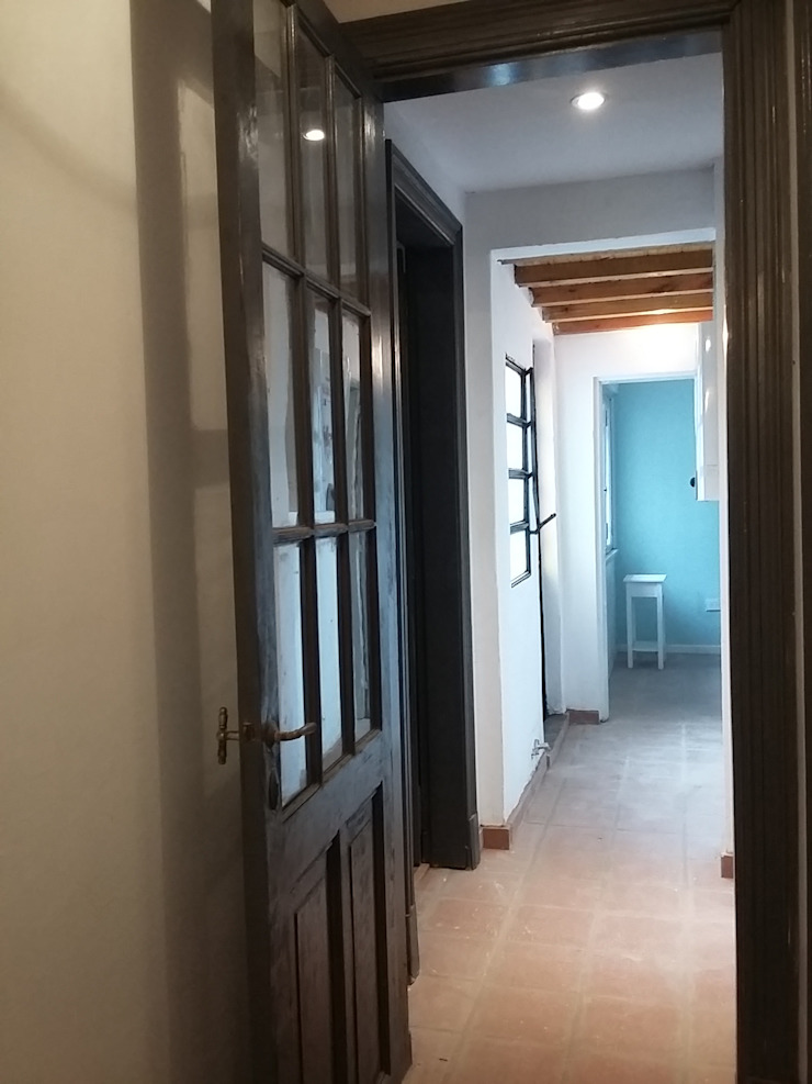 Eclectic style corridor, hallway & stairs by AUREA Estudio de Diseño Eclectic