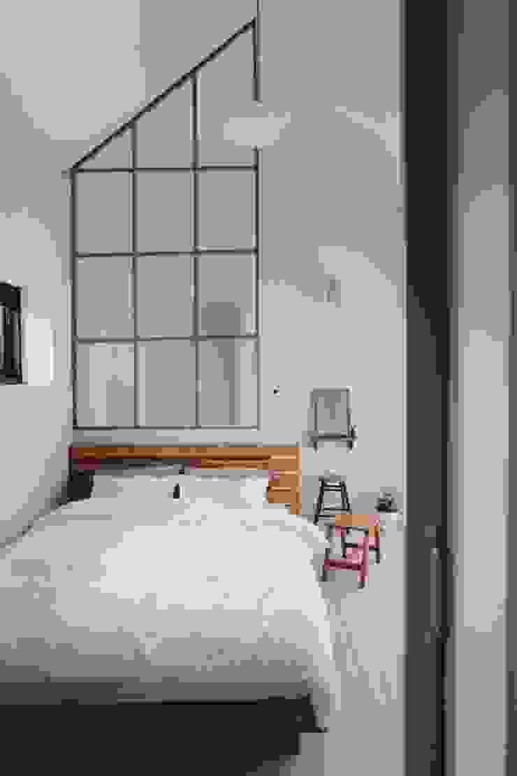 Dormitorios de estilo moderno de YP(Yellow Paper) Moderno