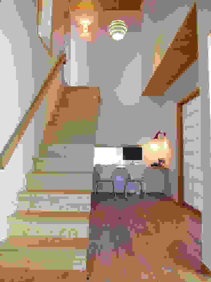 多目的室 北欧デザインの リビング の アトリエ・アースワーク 北欧