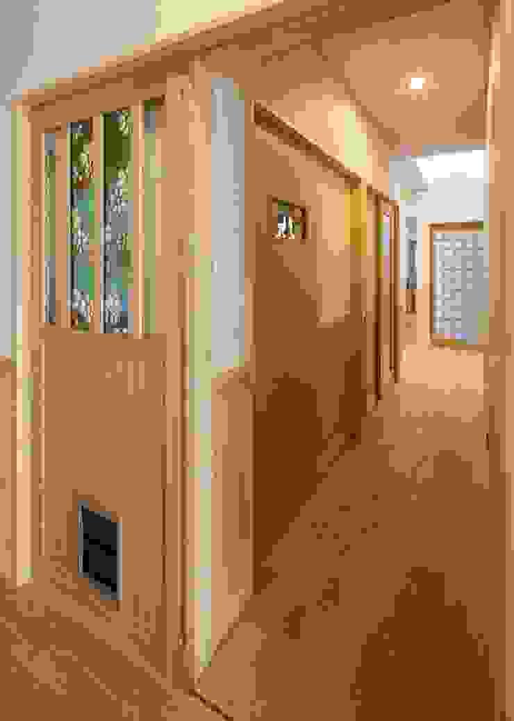 小栗建築設計室 Corridor, hallway & stairsAccessories & decoration