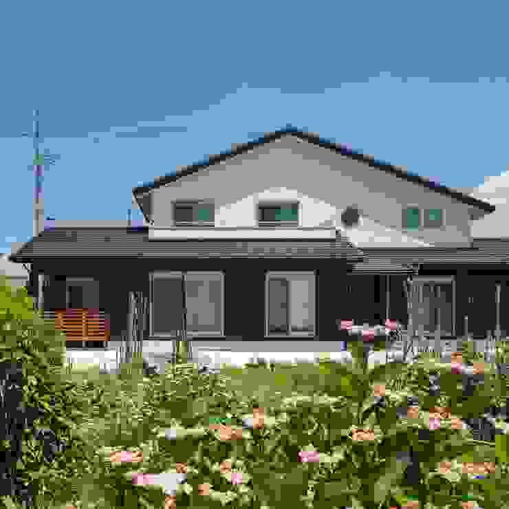 Casas modernas de 小栗建築設計室 Moderno