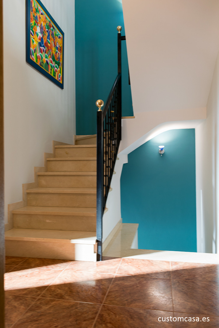 custom casa home staging Classic style corridor, hallway and stairs