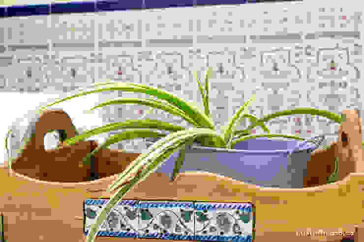 custom casa home staging Balconies, verandas & terraces Plants & flowers