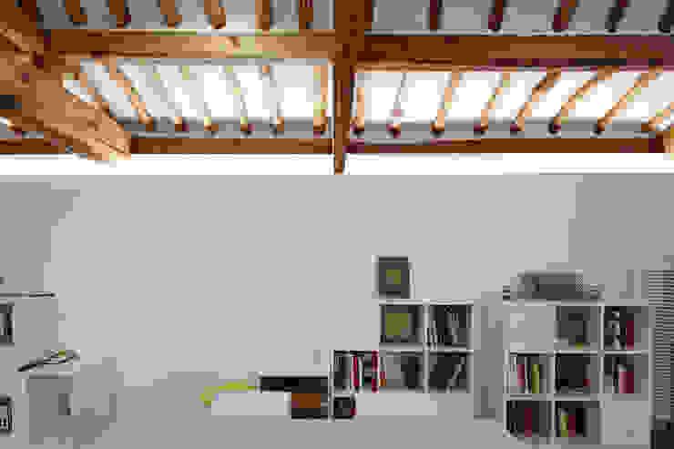 새로운 가능성 아시아스타일 거실 by CoRe architects 한옥