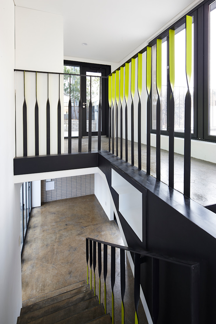 Modern walls & floors by CoRe architects Modern