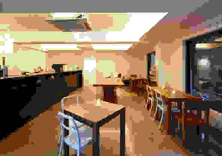 원남 206 쉐어하우스 모던스타일 미디어 룸 by CoRe architects 모던