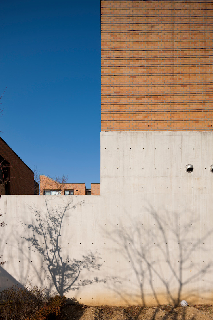 Modern houses by (주)보이드아키텍트 건축사사무소 Modern