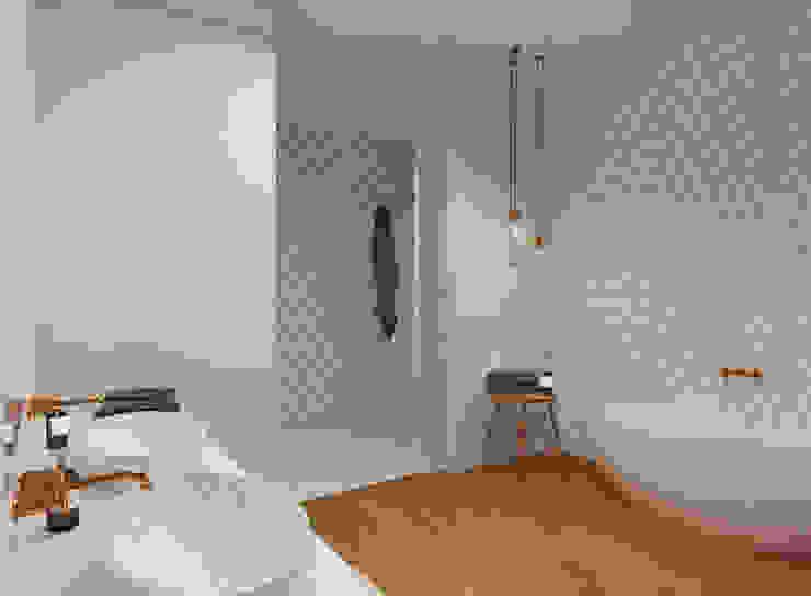 Badezimmer- Gestaltung für individuelles Design JS Bauplanung & Interior Design Moderne Badezimmer Holz Weiß