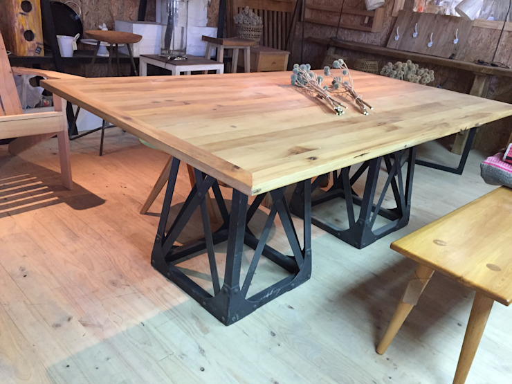 Mesa comedor de Surdeco Moderno Madera Acabado en madera