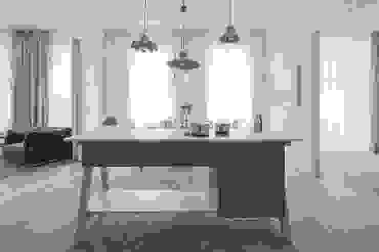 غرفة السفرة تنفيذ destilat Design Studio GmbH,