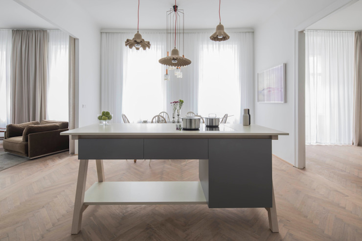 Comedores de estilo moderno de destilat Design Studio GmbH Moderno