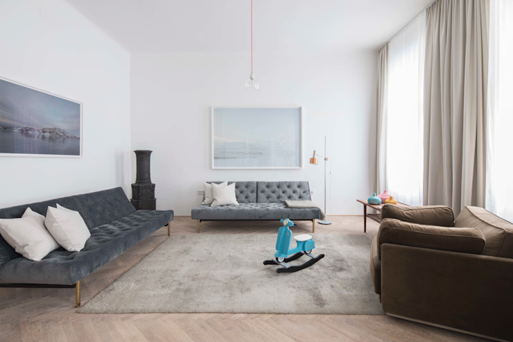 غرفة المعيشة تنفيذ destilat Design Studio GmbH,