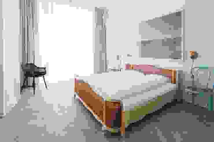 غرفة نوم تنفيذ destilat Design Studio GmbH,