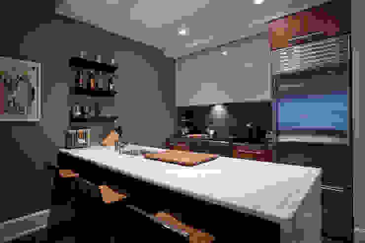 Bachelor Pad JKG Interiors Modern kitchen