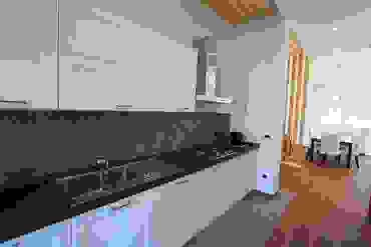 Ristrutturazione casa privata Taranto Cucina eclettica di progettAREA interni & design Eclettico