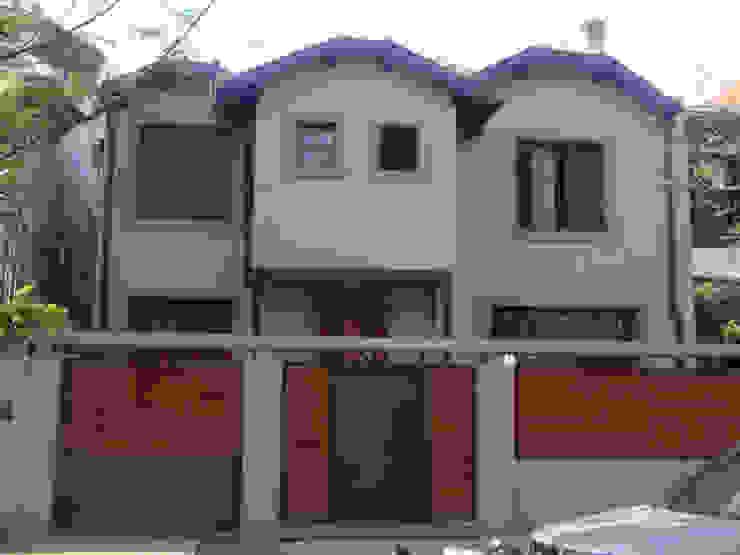 Casas estilo moderno: ideas, arquitectura e imágenes de ARQUITECTA MORIELLO Moderno