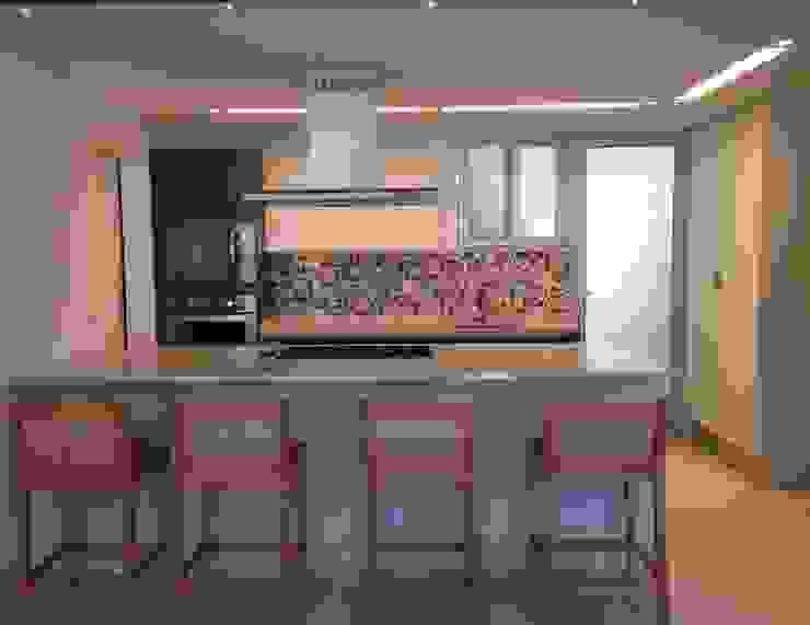 Moderne Küchen von daniela kuhn arquitetura Modern