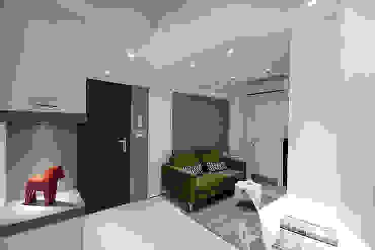 休閒自在佳風味 现代客厅設計點子、靈感 & 圖片 根據 瓦悅設計有限公司 現代風