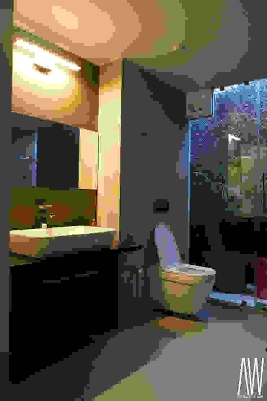 Residence of Brijesh Patel Modern bathroom by Architects at Work Modern