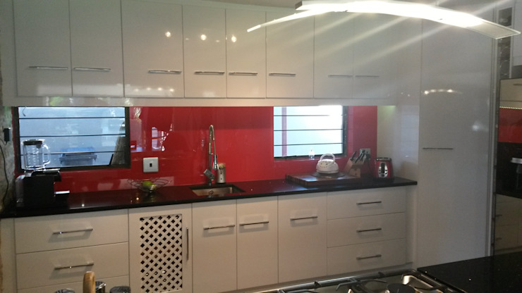 Modern gloss kitchen Modern style kitchen by SCD Group Modern Wood Wood effect